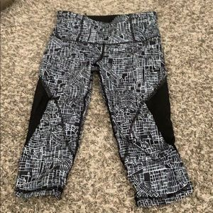 Brand New Lululemon Seawheeze Crops 6